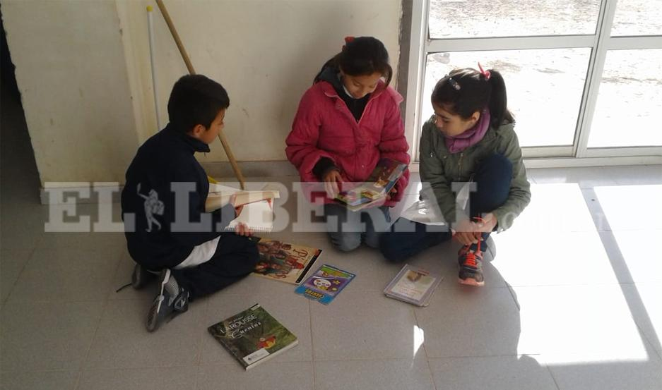 Escuela rural recibió donaciones de libros para promover la lectura
