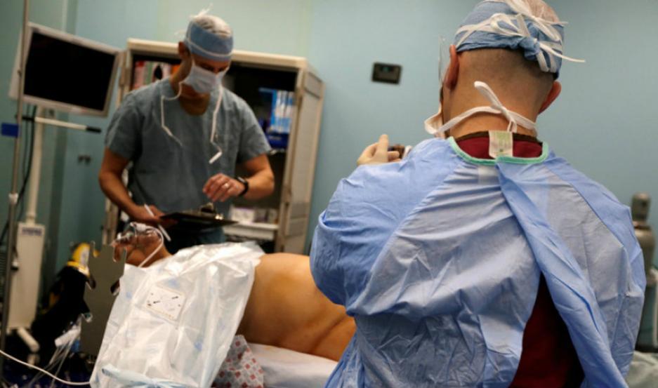 El hombre fue operado con éxito.