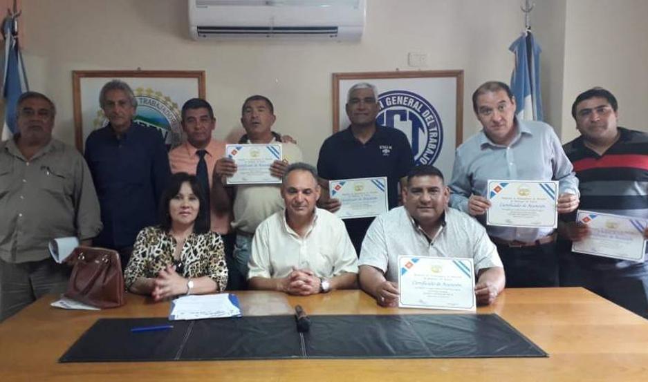 EMOTIVO. Autoridades del Sindicato saludaron a los trabajadores santiagueños.