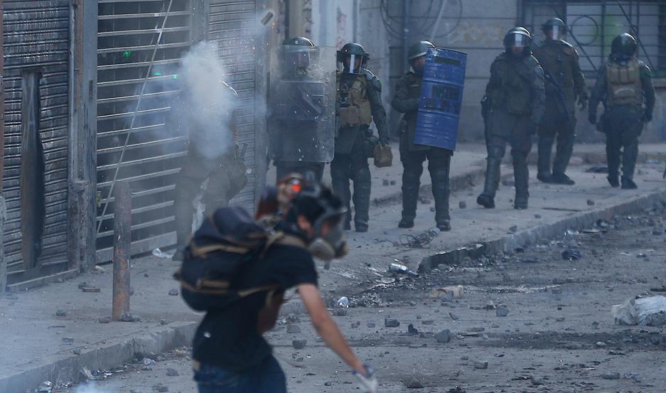 GRAVE. La represión provoca serias lesiones en cientos de chilenos.