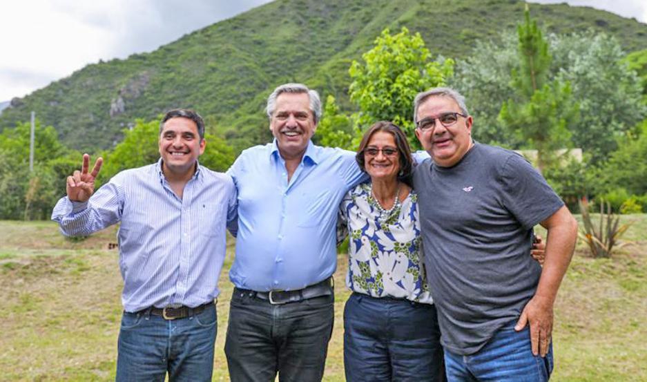 GIRA. El presidente electo visitó los municipios de Las Juntas y El Rodeo, en la previa de la ceremonia oficial.