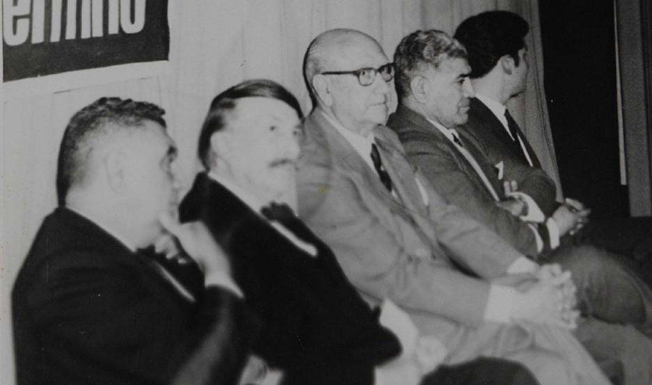 DOCUMENTO. En el centro, Alfredo Sánchez Viamonte (candidato a vicepresidente en 1958); a su izq. Ramón Soria, y a la derecha, Palacios.